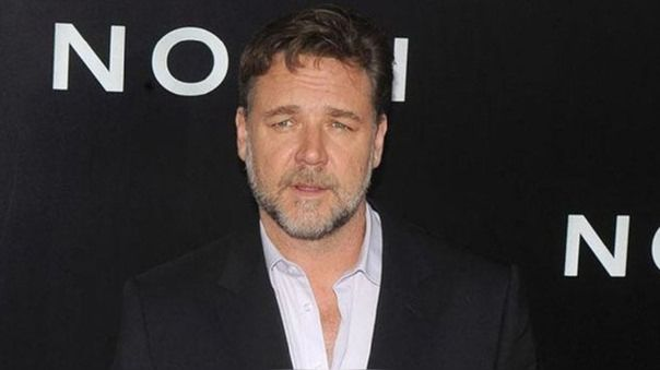 Russell Crowe dona 5.000 dólares