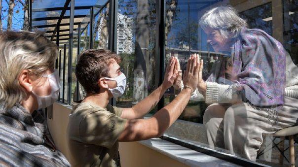 En total, 111 100 personas fallecieron por la COVID-19 en el gigante latinoamericano, donde se detectaron más de 3,45 millones de contagios.