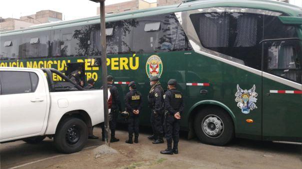 Tres de los policías que participaron en la intervención resultaron heridos.