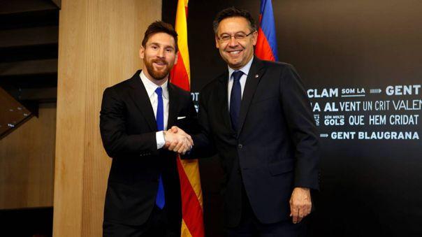Messi y Bartomeu en la última renovación de contrato del delantero, en 2018