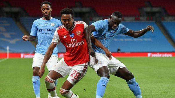 Manchester City y Arsenal enfrentados durante un partido de FA Cup
