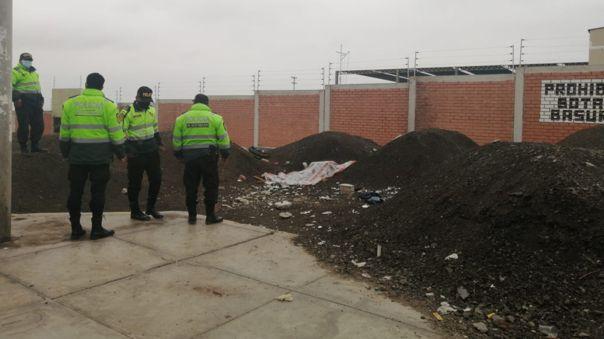 El cuerpo fue encontrado cerca de la cancha deportiva Pedro Ruiz Gallo.