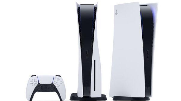 PlayStation 5 y mando DualSense