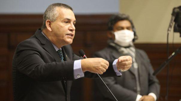 El congresista se disculpó por sus expresiones en cuanto a la relación entre Martín Vizcarra y Richard Cisneros.