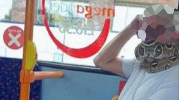 Para combatir la transmisión del coronavirus, es obligatorio en el transporte público de Inglaterra cubrirse el rostro.