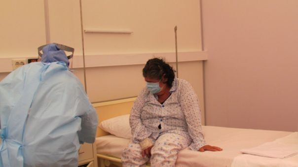 Colegio Médico advierte que pacientes están llegando más graves que al inicio cuando se les diagnosticó la COVID-19.