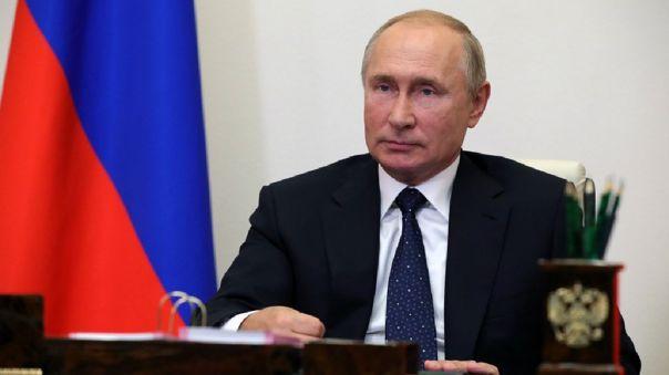 Putin insistió en que los ciudadanos de todo el mundo deberían tener acceso gratuito a una vacuna contra la COVID-19.