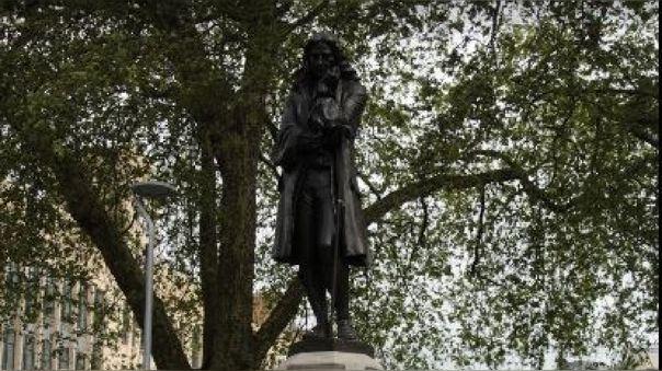 Colston hizo fortuna con el comercio de esclavos. Se dice que vendió 100 000 esclavos del África occidental en el Caribe y las Américas entre 1672 y 1689.