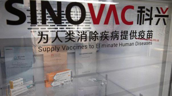 En Brasil, los ensayos clínicos de la fórmula china iniciaron el pasado de 21 de julio e incluyen a 9 000 voluntarios.