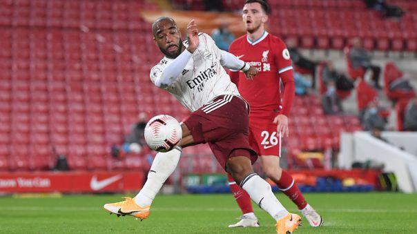 Alexandre Lacazette y su gol ante Liverpool.