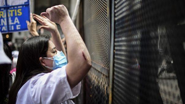 Los licenciados en enfermería, en bioimágenes y en instrumental quirúrgico reclaman ser incluidos en la ley de carrera profesional.
