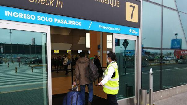 Los pasajeros que ingresen o salgan del país deberán presentar un certificado negativo de una prueba molecular.