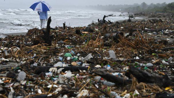 Una bolsa de plástico puede demorar en degradarse 400 años, un vaso de tecnopor 1000 años y una cañita 200 años.
