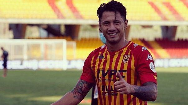 Gianluca Lapadula juega en el Benevento de la Serie A