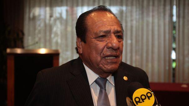 Máximo San Román es el precandidato a las elecciones presidenciales por el partido Contigo.