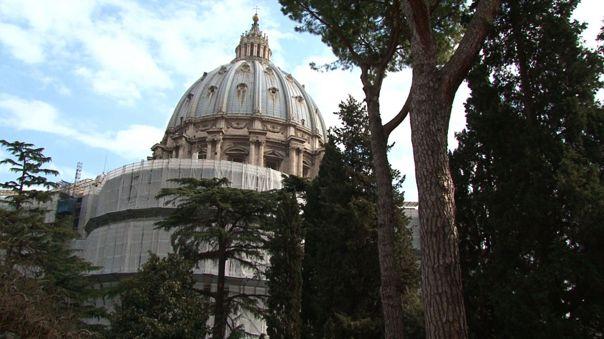 Tambien se ha confirmado otro caso de un residente de la Ciudad del Vaticano y de once miembros de la Guardia Suiza.