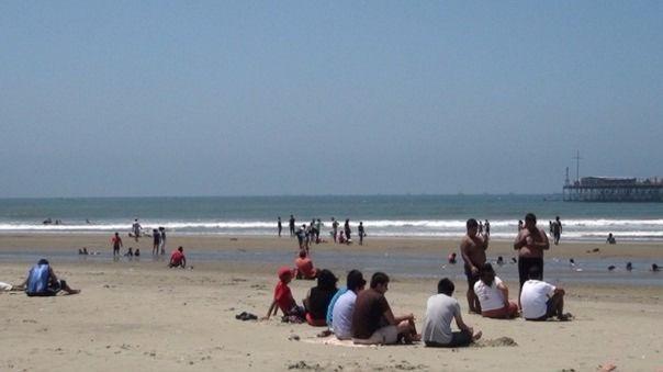 Alcaldes decidirán en las próximas horas si se cierran o no las playas de la región Lambayeque.