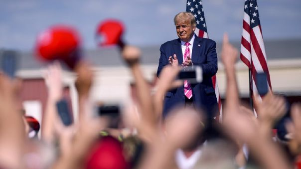 En un mitin en el estado clave de Carolina del Norte, Trump se burló de los medios de comunicación por