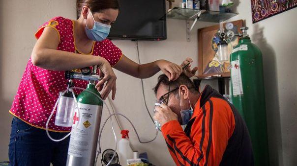 Sus síntomas comenzaron como un simple resfriado, pero se fueron complicando, su saturación de oxígeno bajó y tuvo que ser hospitalizado.