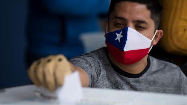 Chile decidió este domingo en un histórico plebiscito surgido en respuesta a las protestas sociales de hace un año redactar una nueva Constitución y enterrar su actual Ley Fundamental.