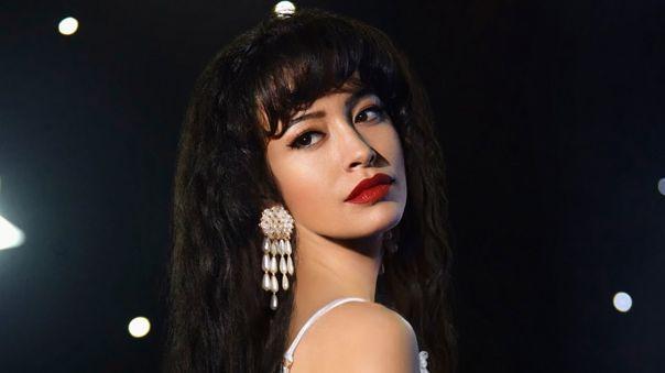 A medida que la cantante Tex-Mex Selena crece y cumple sus sueños, ella y su familia deben tomar decisiones difíciles para aferrarse al amor y vivir de la música. Estreno el 4 de diciembre.