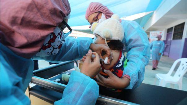 La difteria es parte del Calendario Nacional de Vacunación en el Perú.