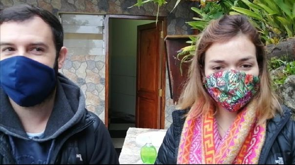 Los turistas chilenos Juan José y Victoria fueron los primeros extranjeros en ingresar a Machu Picchu.