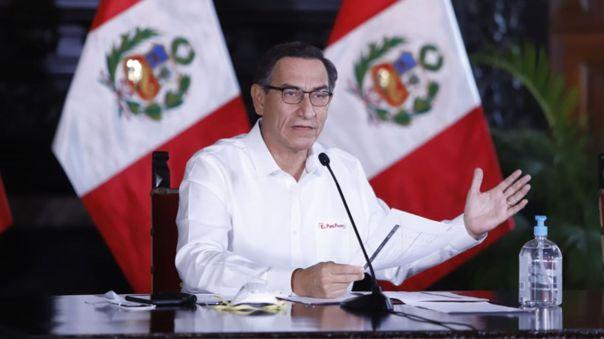 El presidente presentó al público el oficio enviado al Congreso en donde pide presentarse ante el Pleno el viernes