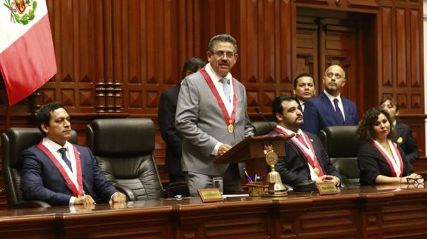 Mesa directiva del congreso de la República presidida por Manuel Merino de Lama.
