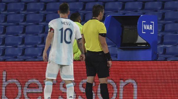 A Lionel Messi no le convalidaron un gol por intervención del VAR