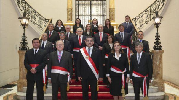 13 de los 18 ministros del Gabinete que encabeza Ántero Flores-Aráoz han presentado sus renuncias a los cargos.