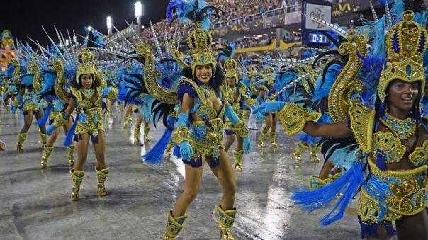 El carnaval es tradicionalmente celebrado en febrero o marzo, justo antes de la cuaresma.