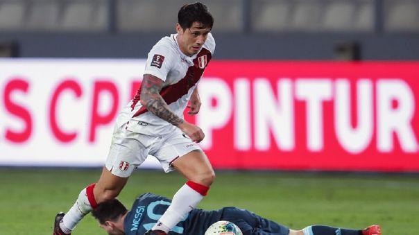 Gianluca Lapadula debutó como titular en la Selección Peruana