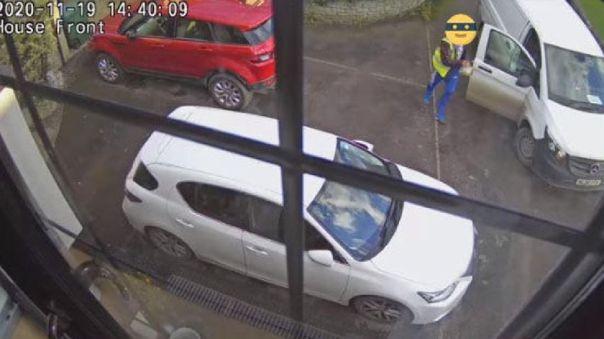 Repartidor escaneó la caja de la PlayStation 5 fuera de la van y la volvió a poner en el vehículo.