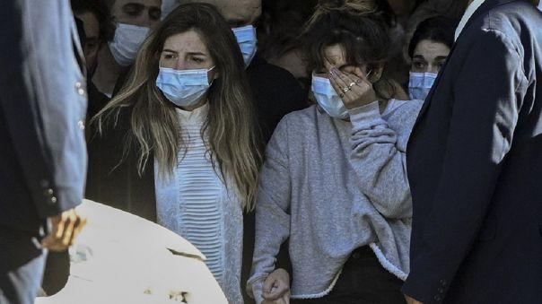 Dalma y Giannina Maradona, hijas de Diego saliendo de Casa Rosada