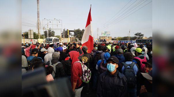 Trabajadores de agroindustriales exigen incremento de salarios en Ica