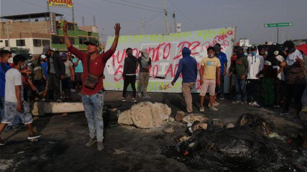 Trabajadores de Ica protestan por sus demandas.