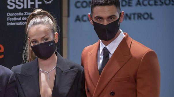 Ester Expósito y Alejandro Speitzer
