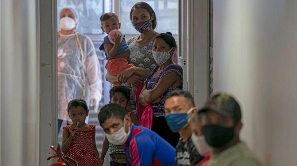 La OMS ha creado la plataforma COVAX para garantizar una distribución equitativa de la vacuna en el mundo.
