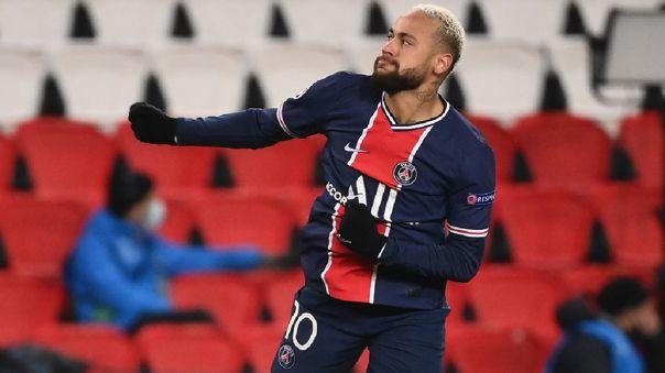 Neymar anotó un hat trick en el triunfo de PSG sobre Istambull