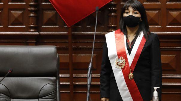 La presidenta del Congreso respondió a las amenazas de Podemos Perú.