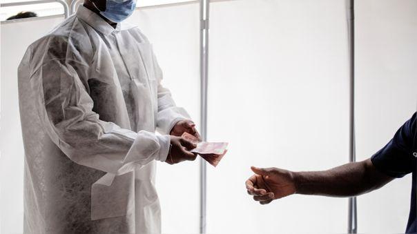 Una nueva variante del coronavirus fue detectada en Sudáfrica