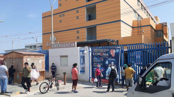 Pacientes esperan por camas UCI en hospitales de la región Lambayeque.