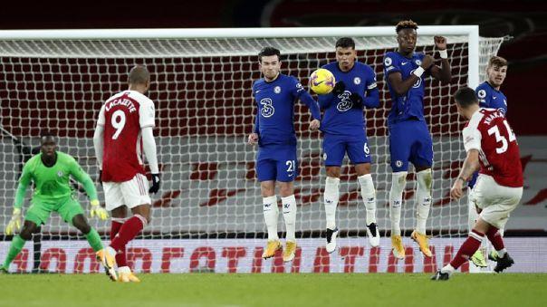 Granit Xhaka convirtió un golazo para el 2-0 de Arsenal sobre Chelsea