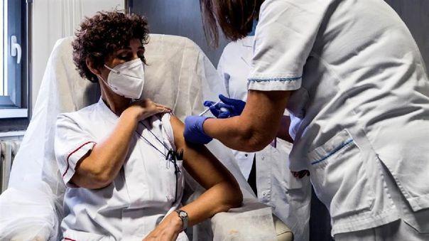 Italia recibió el 26 de diciembre las primeras 9 750 dosis de la vacuna contra la COVID-19 de las farmacéuticas Pfizer y BioNtech.