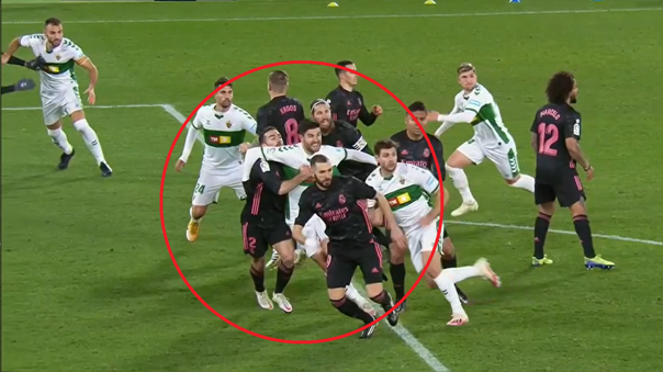 Dani Carvajal cometió un penal en el choque ante Elche
