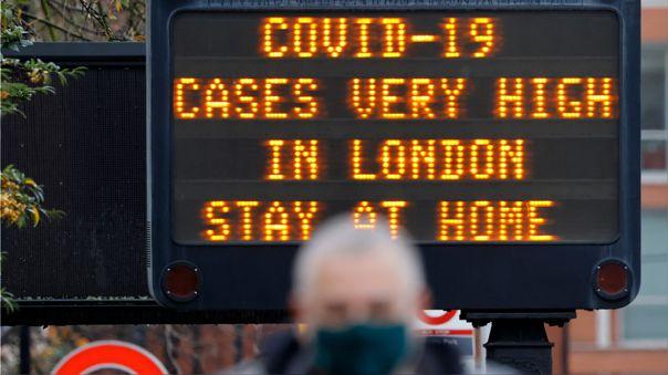 Reino Unido comunicó el día de Año Nuevo otros 53.285 positivos de COVID-19