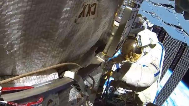 Cosmonauta durante una actividad extravehicular en la Estación Espacial.