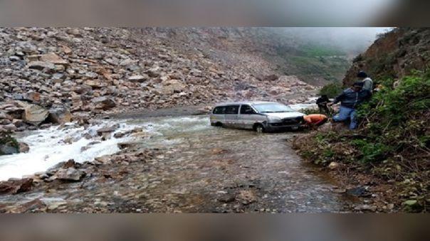 Deslizamientos, desborde de ríos y lluvias intensas interrumpen carreteras en Áncash.