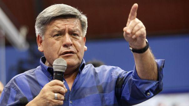 César Acuña respondió ante la medida del JEE de excluirlo de la lista presidencial.